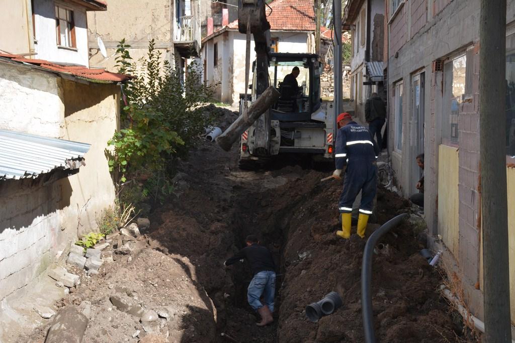 KANALİZASYON ÇALIŞMALARI İDRİS MAHALLESİ KANDEBAYIRI SOKAK DA  DEVAM EDİYOR